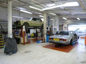 Flying-Spares_dismantling-garage