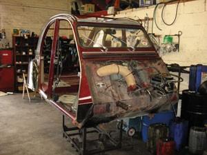 Paris-Autos_2CV-restoration-2
